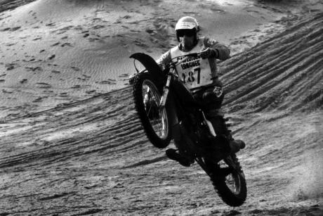 Jacky Vernier sur sa moto Ossa 250 en 1975